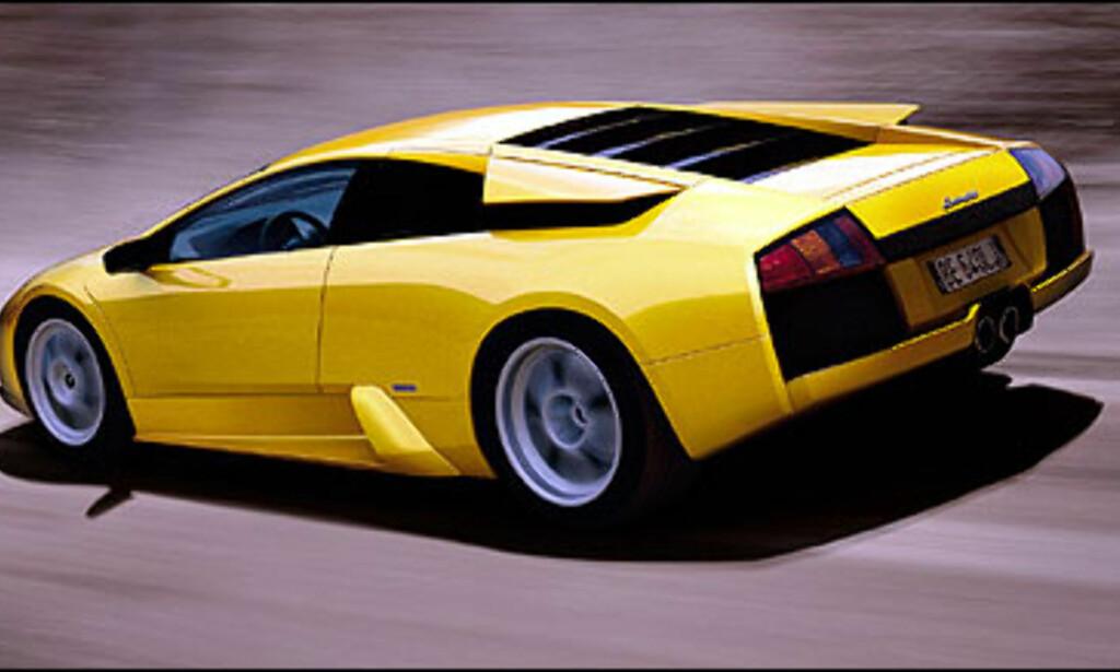 Murcielago var den første nye sportsbilen fra Lamborghini på 11 år da den ble lansert i slutten av 2001. Under panseret sitter en 6,2 liters motor som jobber frem respektable 580 hestekrefter.