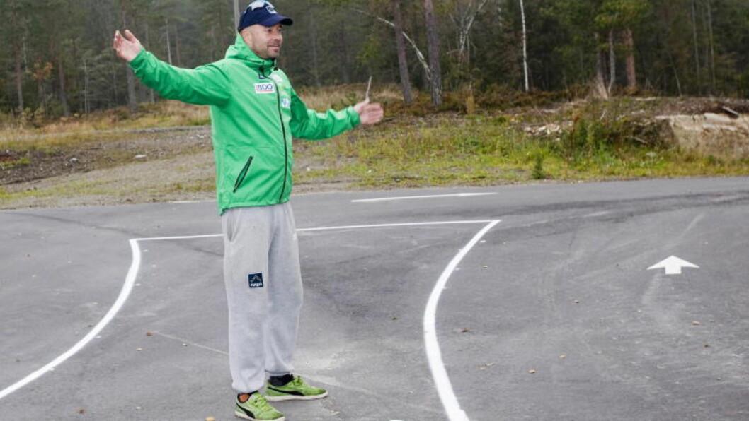 <strong> FLINK TIL Å GJØRE DET HVERDAGSLIG:</strong>  Trener Trond Nystad er opptatt av å avdramatisere OL-forholdene. FOTO: Thorbjørn Berg/Dagbladet.