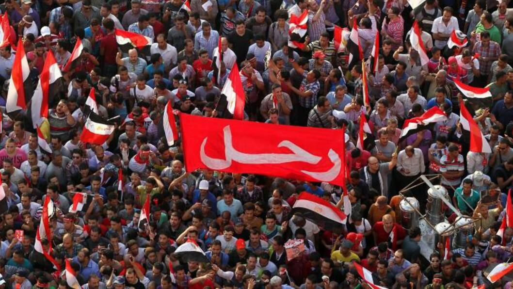 <strong>VIL HA NYTT STYRE:</strong>- Forsvinn, roper disse demonstrantene som ønsker å styrte president Mursis. Foto: EPA / NTB scanpix