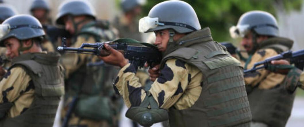 <strong>KONTROLL:</strong> Store hærstyrker har tatt kontroll over Mursi-tilhengerne i Nasr i Kairo. Presidenten selv påstås å være forlatt av sine støttespillere - men det er ikke bekreftet offisielt. Foto: AP / NTB scanpix