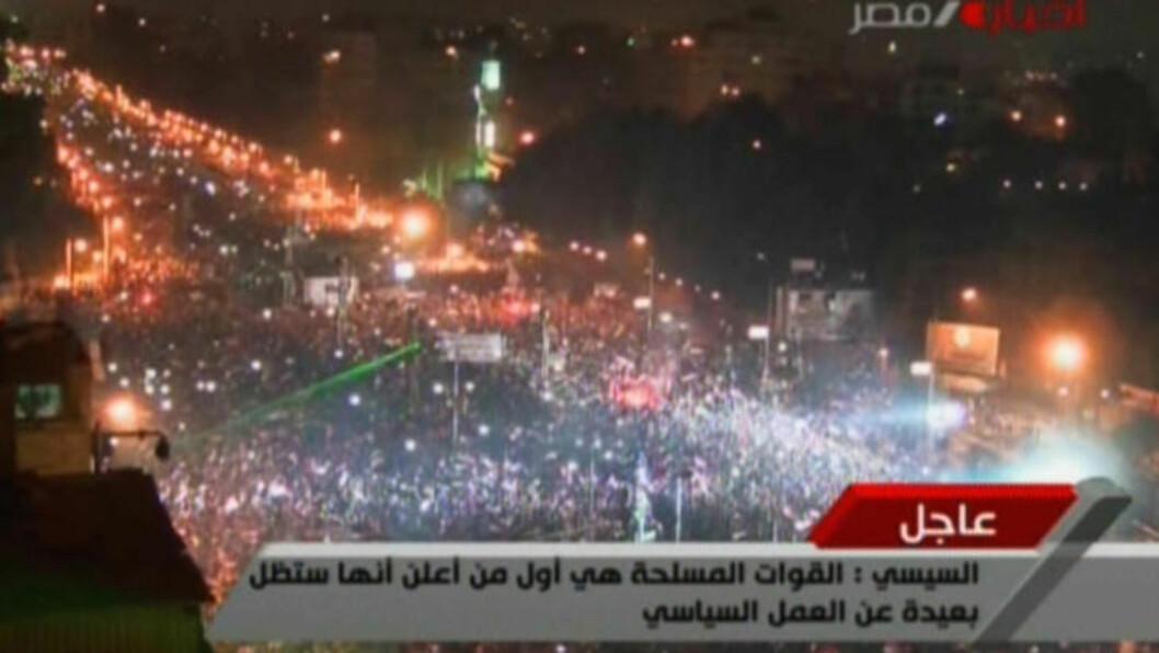 <strong>JUBEL IGJEN:</strong> Og her feirer de at Mursi er avsatt. Foto:  AFP PHOTO / EGYPTIAN TV / NTB scanpix