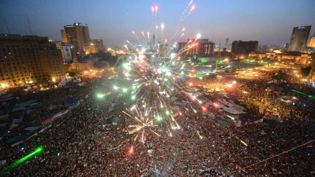<strong>VILL JUBEL:</strong> Titusenvis av demonstranter trakk ut på Tahrir-plassen i Kairo for å hylle Mohamed Mursi etter at han ble valgt som Egypts første demokratiske president 24. juni i fjor. Foto: KHALED DESOUKI / AFP PHOTO / NTB scanpix