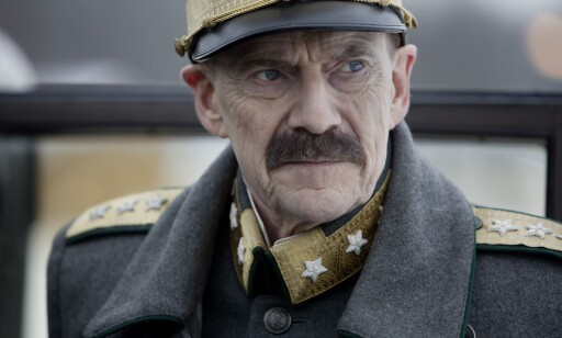 SKJEBNETUNGT: Jesper Christensen spilte kong Haakon i «Kongens nei». Foto: Paradox