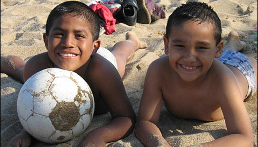 Disse småguttene fra Ecuador vil spille på FC Barca.<br /> <br /> <i>Foto: Inga Holst</i> Foto: Inga Holst