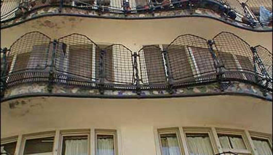 <strong>CASA BATLLÓ:</strong> I det spesielle Casa Batllós bakgård, tegnet av Antoni Gaudí.<br /> <i>Foto: Inga Ragnhild Holst</i>