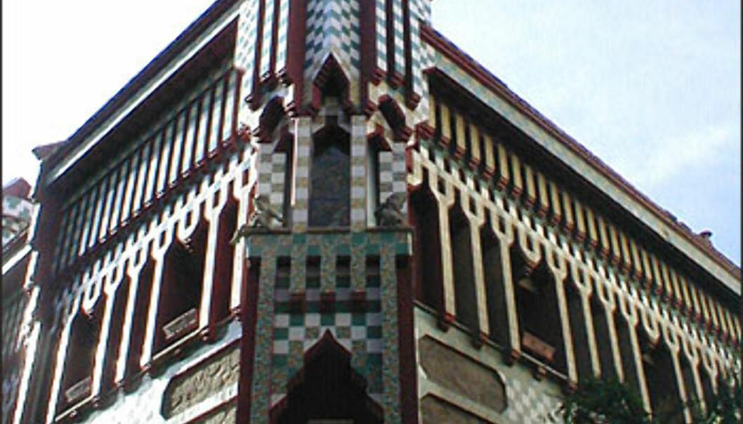 Et av Gaudís første arbeider, Casa Vicens, ble oppført mellom 1883 og 1888. Det arabiskinspirerte bygget i Carrer de les Carolines i Gràcia er ikke åpent for publikum.<br /> <br /> <i>Foto: Inga Holst</I> Foto: Inga Holst