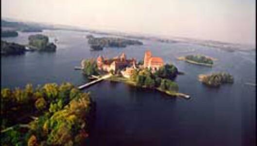 Trakai - et slott i et område tre mil fra Vilnius som er kjent for sitt spesielle sjølandskap og sine bygg og monumenter. <I>Foto: Lithuanian State Department of Tourism</I> Foto: Lithuanian State Department of Tourism