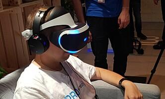 <strong>KOMMER SNART:</strong> Har du en PS4, kan du bare plugge i PlayStation VR-brillene, et PlayStation 4-kamera og spille i vei. Foto: Pål Joakim Pollen