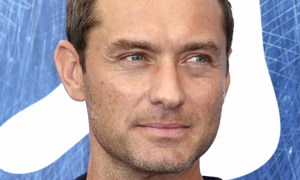 <strong>ANGRER:</strong> Skuespiller Jude Law sier i et intervju at han angrer på at han har såret mennesker, men at man også lærer noe av det man har gjort. Foto: NTB/Scanpix.&nbsp;