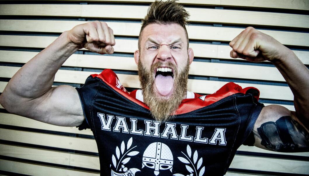 """<strong>KOM HJEM SOM STJERNE:</strong> Emil """"Valhalla"""" Meek ankom Gardermoen som en nyfødt stjerne i mai. Foto: Thomas Rasmus Skaug / Dagbladet"""