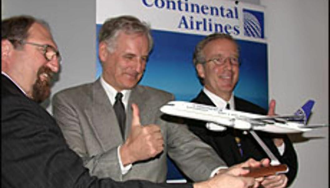 <strong>Fra venstre:</strong> Tim Kennedy (markedssjef fra Continental), Nic Nilsen (direktør OSL) og Jim Summerford (visepresident fra Continental) lanserer ny direkterute mellom Norge og USA.
