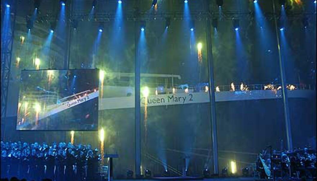 Queen Mary 2 ble døpt i et spektakulært show.