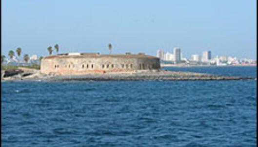 <strong>SKYLINE:</strong> Dakars fort ble bygget i 1856 og er en vakker kontrast til byens moderne skyline.