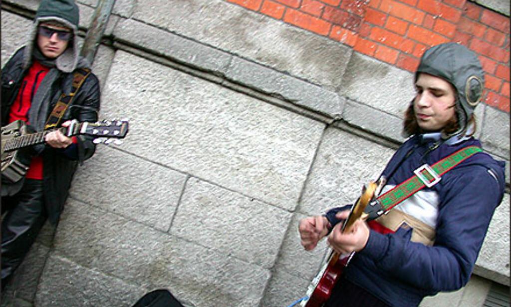 - Hey Joe, where you goin' with that gun of your hand, remjer disse karene i Temple Bar, Dublin. Foto: Inga Holst