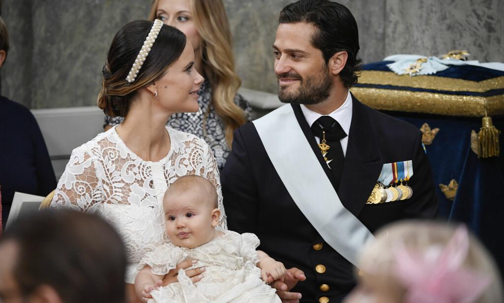 DØPT: Lille prins Alexander, prins Carl Philip og prinsesse Sofias sønn, ble døpt i dag. Foto: Henrik Montgomery /TT / NTB scanpix