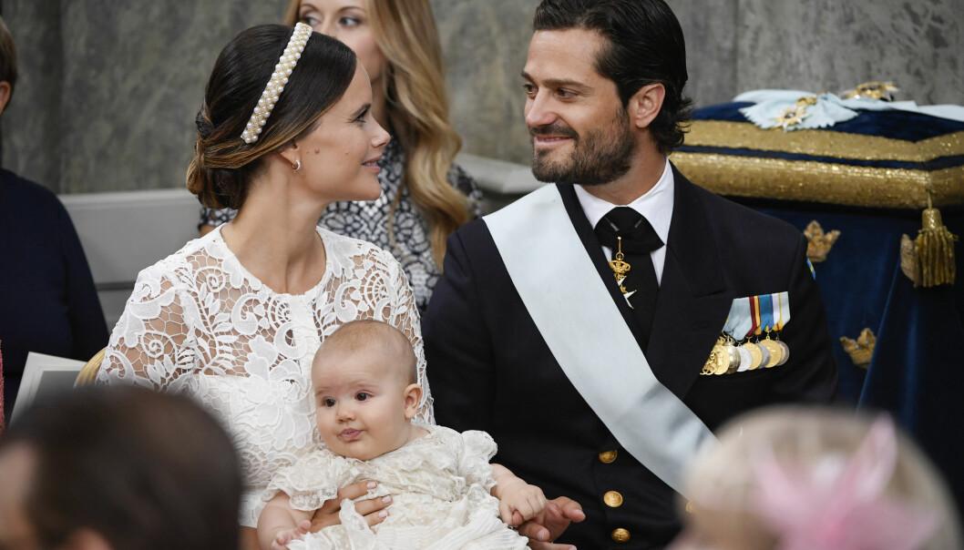 <strong>DØPT:</strong> Lille prins Alexander, prins Carl Philip og prinsesse Sofias sønn, ble døpt i dag. Foto: Henrik Montgomery /TT / NTB scanpix