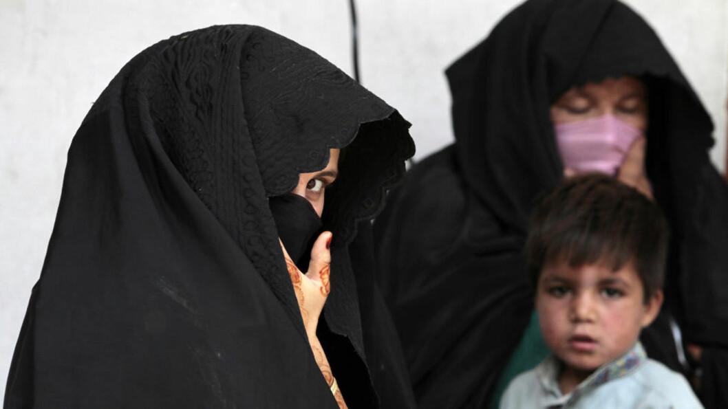 BARN BLIR GIFTET BORT Internasjonalt er barnebruder et stort problem. Ifølge tall fra Center for Reaserach on Women (IRCW) har 51 millioner jenter under 18 år blitt giftet bort. 10 millioner jenter under 18 år blir giftet bort hvert år. Det vil si én jente hvert tredje sekund, skriver IRCW. Swatdalen i Pakistan er ett av de steden hvor det blir meldt om barnebruder helt ned til femårsalderen. Foto. REUTERS/FAISAL MAHMOOD/NTB SCANPIX