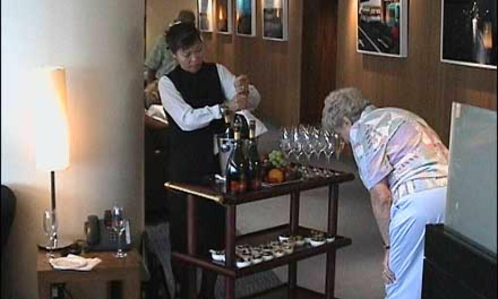 Vipp ut champagnen, konjakken og kanapeene - det er inkludert i prisen. Her fra loungen på Heathrow. Foto: Pål Sigurd Anthonsen