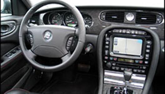 TEST: Jaguar XJR 4.2 V8