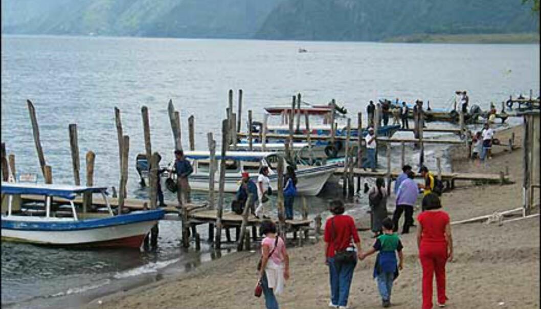 Den lille havnen i Pana, ikke lett å finne riktig båt! Foto: Lene Heiberg