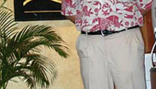 Victor ønsker vip-ene velkommen til Sutera Harbours Pacific Club