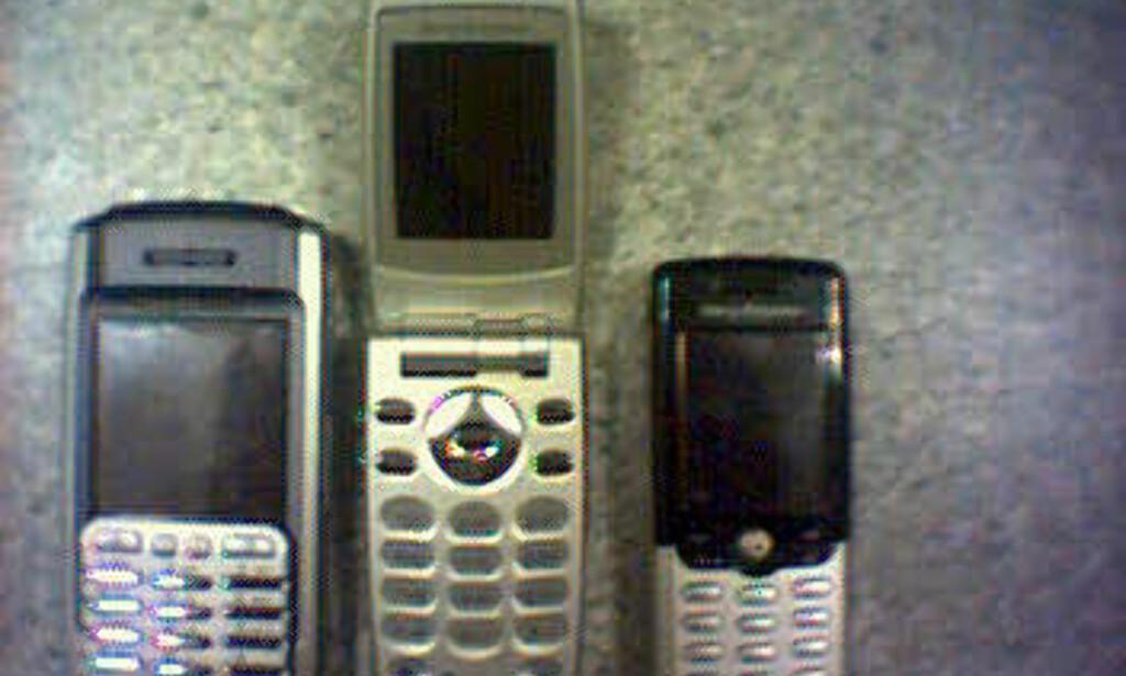 P900 ved siden av andre SE-telefoner