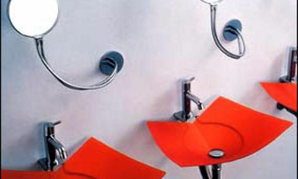 Frisk vask fra italienske Agape. Vasken produserer også i oransje, gul, fiolett og grå. Med oppheng koster servanten 6.900 kroner, og uten 3.000 kroner. Artinteriør A/S selger den.  Foto: Artinterior.no/Agape