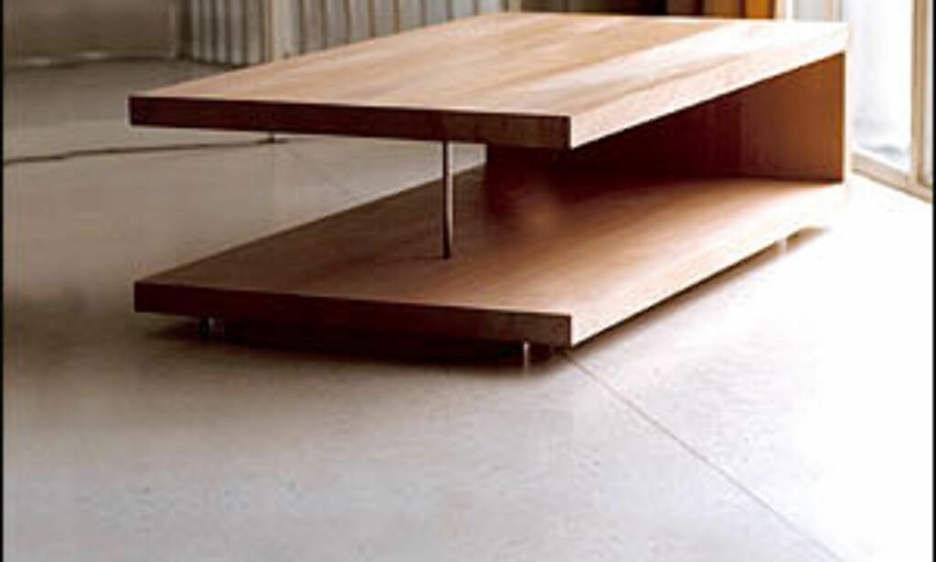 Liggende U heter dette rene bordet av norske Lars Ernst Hole Design. Bordet kan lages etter mål.  Foto: Holedesign.com  Foto: Holedesign.com