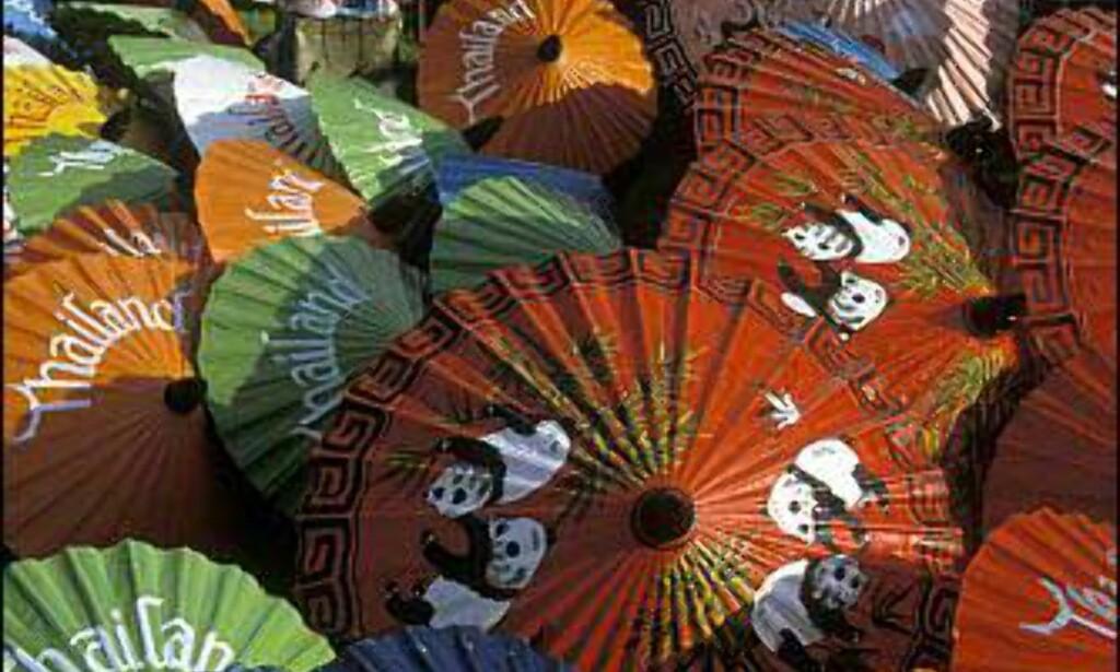 Paraplymaler i Chiang Mai i Thailand. Foto: Rolf Sylta Foto: Rolf Sylta