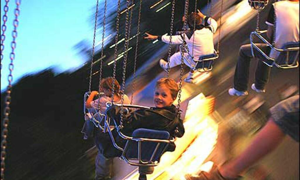 Fotograf Kenneth Bruun skriver: Bildet er tatt på tidlig kveld i Liseberg. Målet med bildet var å fange barnslig glede og fart. Bildet er tatt uten blitz.  Foto: Kenneth Bruun
