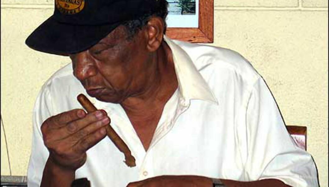 En virkelig sigarkjenner. Foto: Lene Heiberg
