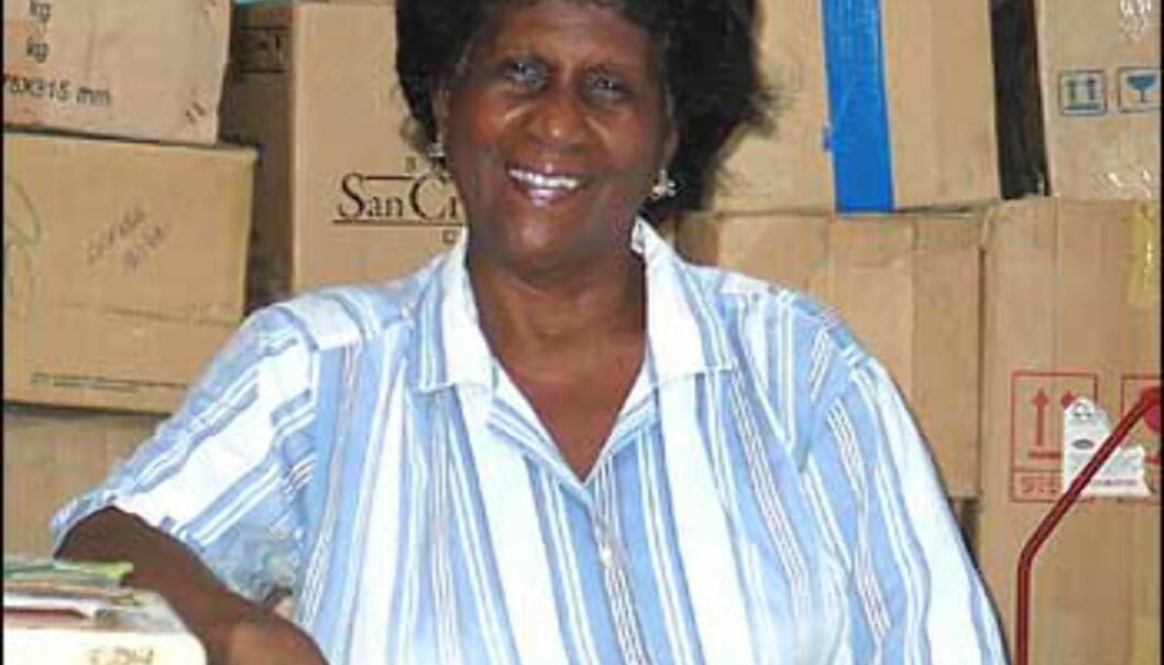 Denne koselige damen solgte ett eller annet, men jeg klarte ikke å finne ut hva. Typisk cubansk butikk. Foto: Lene Heiberg