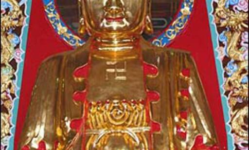 Tempelet var - som vanlig i Asia, fullt av Buddha-figurer