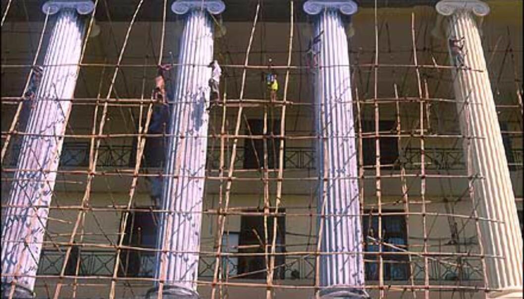 Arbeidstilsyn? Stillaset i Yangon ville neppe passert her hjemme. Foto: Haakon F. Stenersen