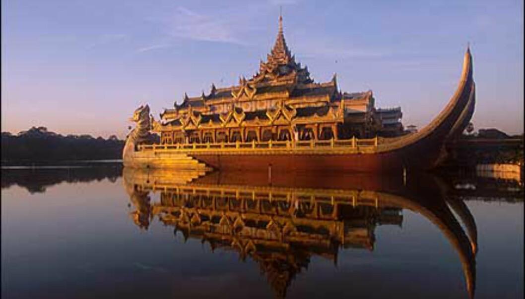 Karaweik - et landemerke i Yangon på bredden av Kandawgyi-sjøen. I palasset avholdes banketter og danseoppvisninger. Karaweik er forøvrig en mytisk fugl i Burma. Foto: Haakon F. Stenersen