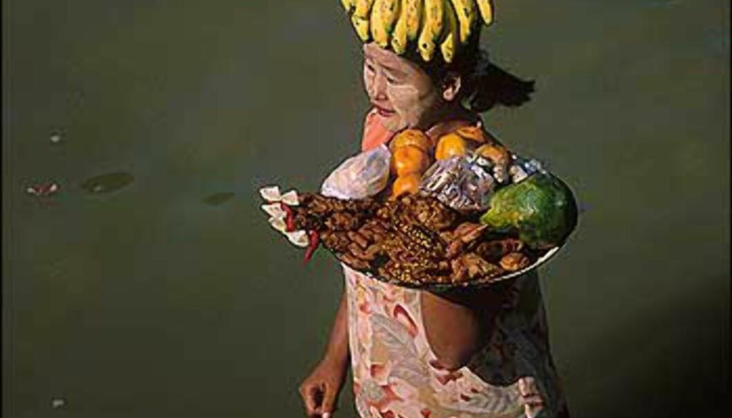 Fruktselgere nærmer seg fergen mellom Mandalay og Bangan.<br /> <br /> <br /> <br /> Mandalay er Burmas neste største by. Fergeturen fra Mandalay til Bagan er et must, sier Stenersen.<br /> <br />  Foto: Haakon F. Stenersen