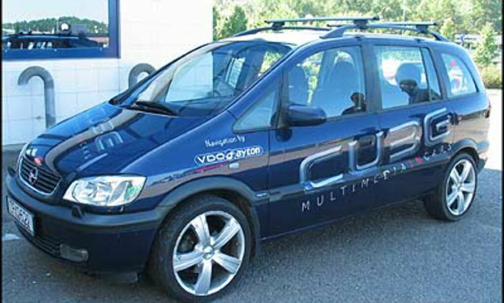 Cubes demonstrasjonsbil er en femseters Opel Safira.