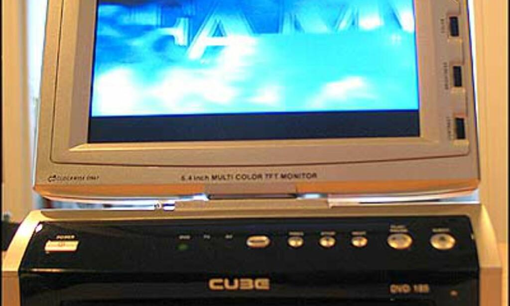 Denne bærbare DVD-spilleren (Cube 185) med skjerm og innebygget tuner blir snart lagt ut til salg. Veiledende pris blir 6.300.- og inkluderer strømadapter, slik at den lett kan flyttes mellom bilen, hytta, campingvogna og båten.