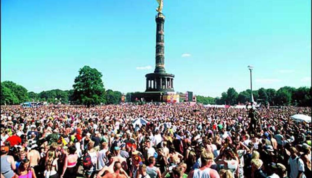 Verdens største dansegulv - ikke usannsynlig. Her danses det rundt Siegessäule. Foto: Loveparade.net