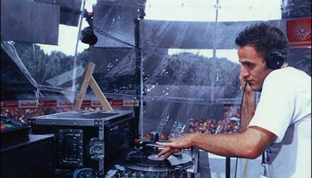 En av mange DJs, Aran la-V. Foto: Loveparade.net