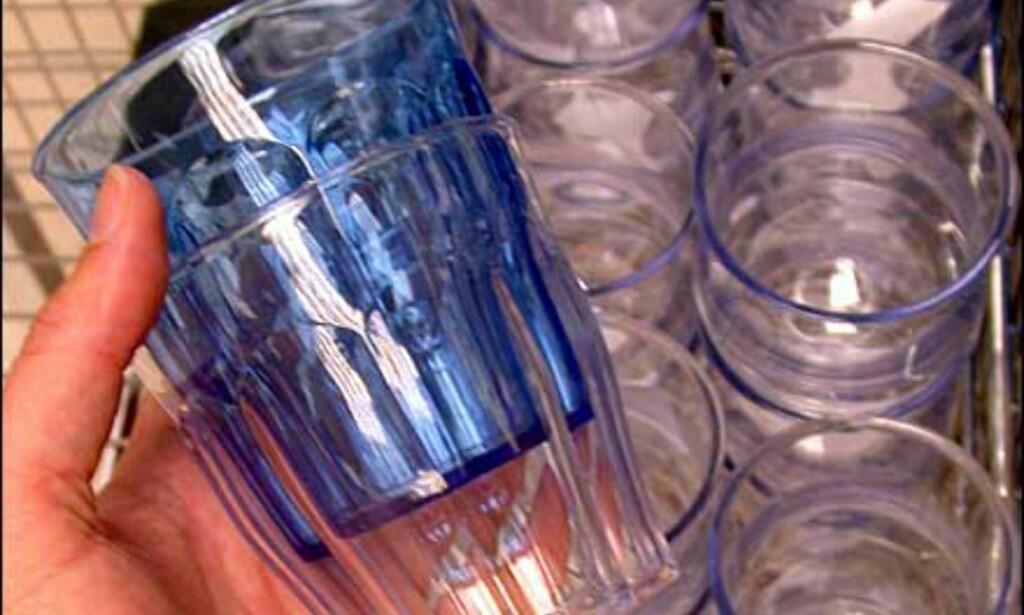 Akrylglass som til forveksling ligner vanlige glass. 5 kroner stykket hos Clas Ohlson.