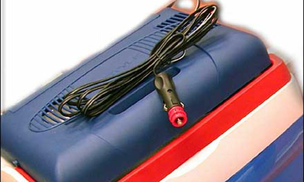Kjølebag som kan kjøres på 12 volt, koster 798 kroner hos Clas Ohlson.