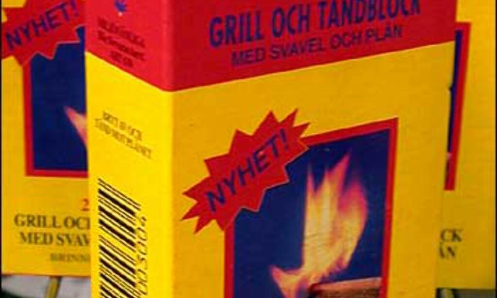 Tennblokk med innebygd svovelbit - lett å tenne på, brenner lenge og lett å få fyr på grillen med. Finnes i flere varianter - denne koster 25 kroner esken hos Clas Ohlson.