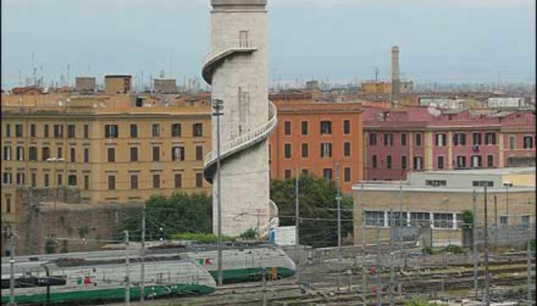 For toginteresserte byr hotellet på prima oversikt over jernbanelinjene. Hotellet ligger like ved Romas Termini - stasjon.