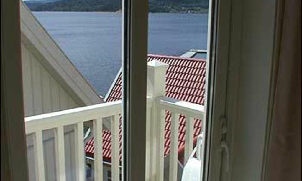 Alle skal ha i det minste et gløtt over fjorden. Her fra en av villaene.