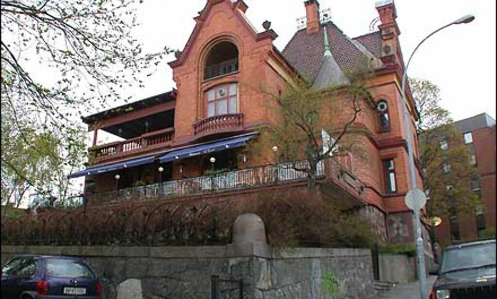Le Canard disponerer et helt Townhouse på Frogner, komplett med arker, stukkatur og hage.