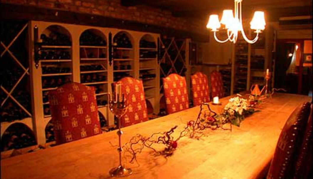 Bestiller du spesielt, kan du få eget opplegg i husets vinkjeller. Her kan 20 personer gå til bords samtidig.