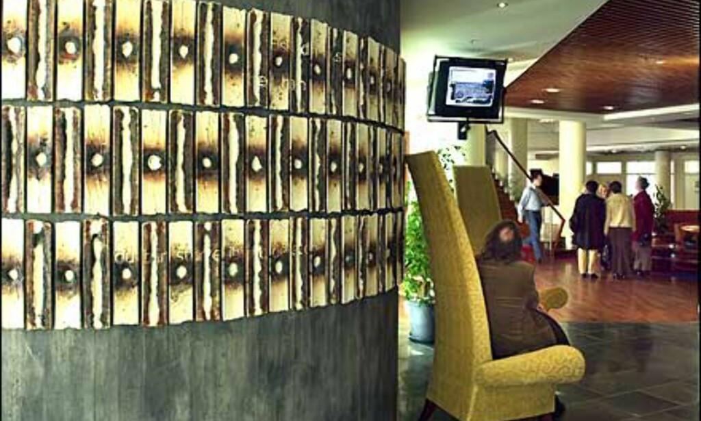 Lobby med kunstvelkomst. Foto: Rica hotel Seilet