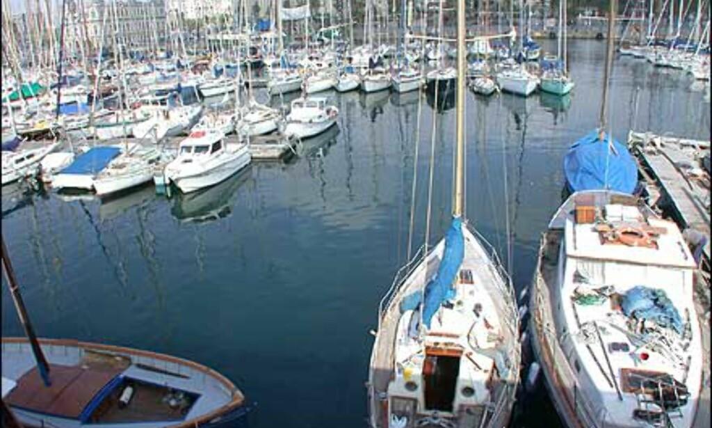 Båthavner midt i byen. Her fra innsiden av Moll d'Espanya utenfor Reial Club Nautic og Reial Club Marítim.