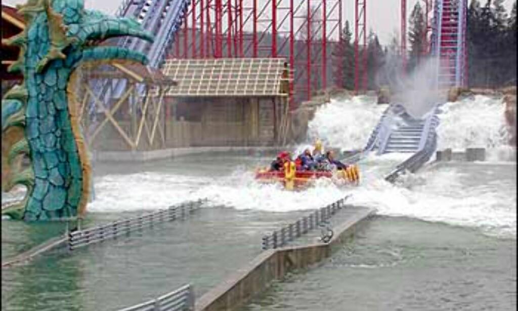Da er bølgen passert, og båten navigerer tilbake til start.